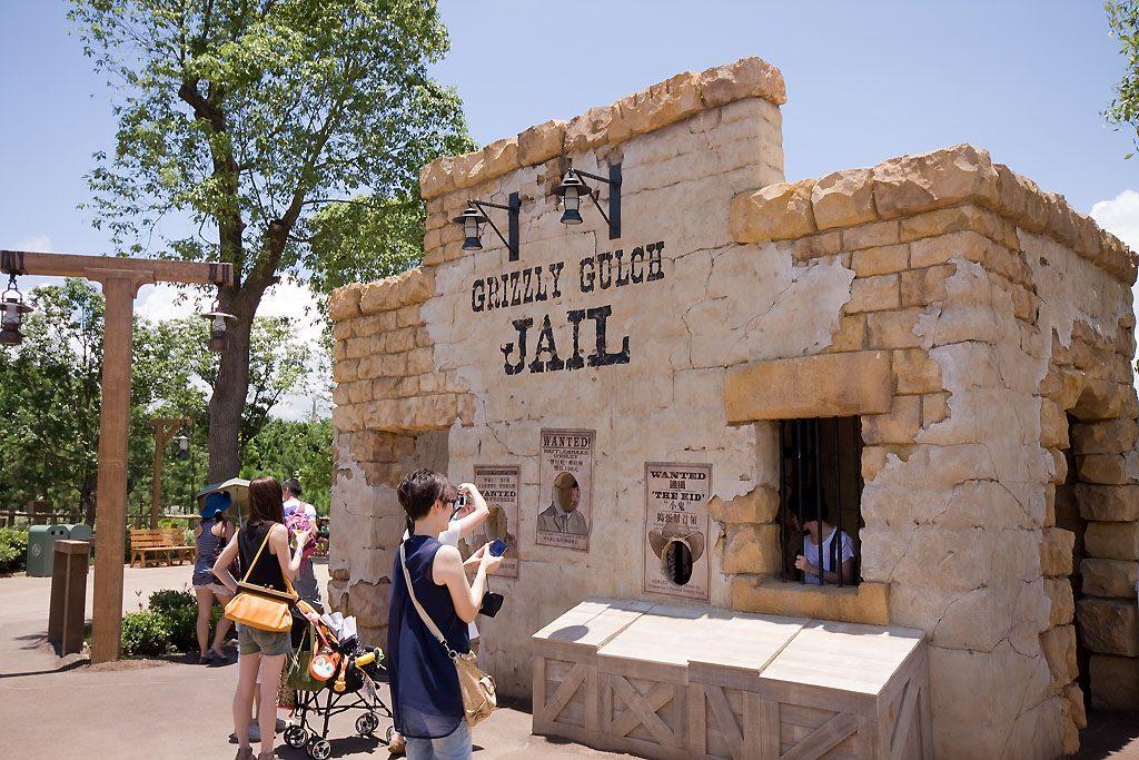 one2free-disneyland-grizzly-gulch-jail